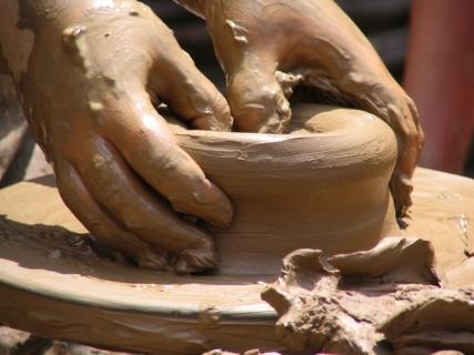 molding pottery clay